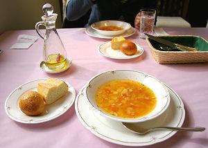 本日のスープ、パン(焼き立て二種)