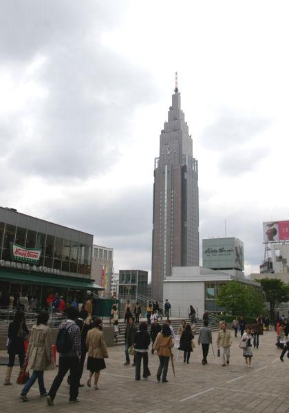 5月11日、新宿駅南口、サザンテラスにて